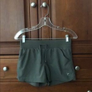 Old Navy Active shorts w/ pockets